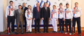 Александр Жилкин встретился с астраханцами – победителями Чемпионата Мира и Европы по гиревому спорту