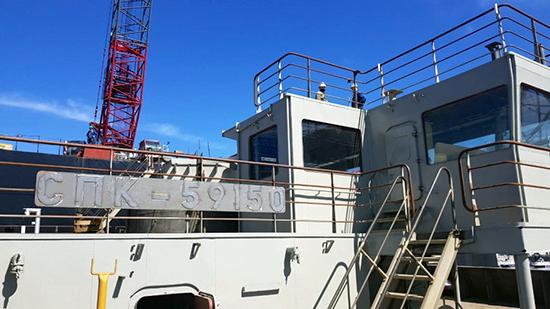 Судостроители Астрахани сдают военным 150-тонный плавучий кран