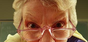 Бабка убивала своего деда шваброй и добила его битой
