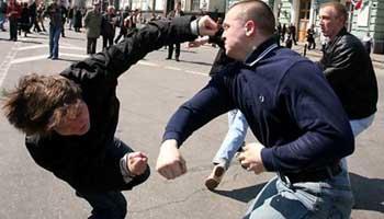 В Трусовском районе шайка отморозков избила школьника