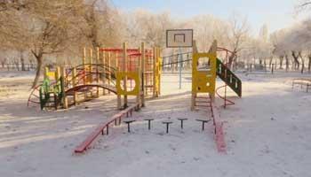 В Астрахани местные жители возмущены установкой новой детской площадки