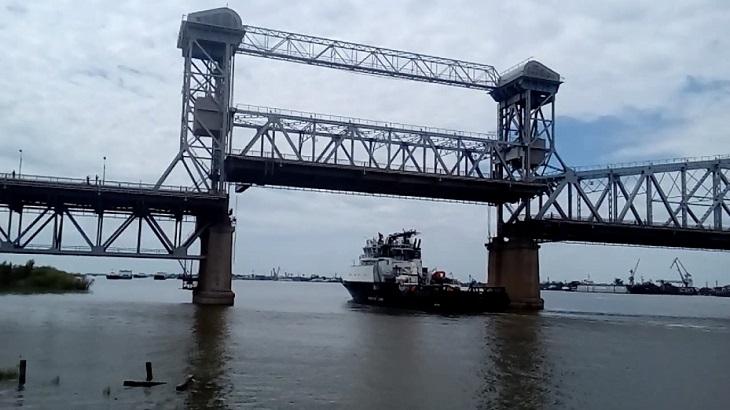 Во вторник в Астрахани Старый мост опять разведут