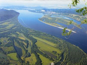 А Волга ли впадает в Каспийское море?