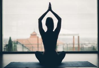 Астраханцам насаждают йогу на государственном уровне