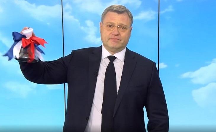 Астраханские выпускники сегодня простились со школой