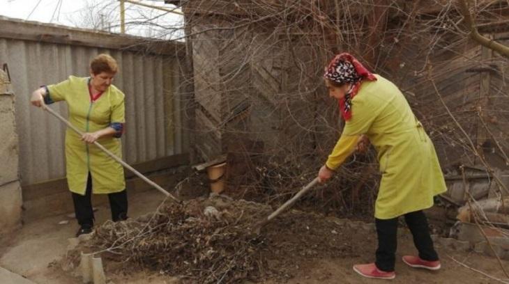Волонтеры помогают пожилым астраханцам