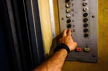 Неподъемные: у 916 астраханских лифтов истек срок эксплуатации