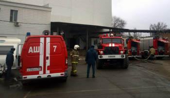 В Астрахани сгорели авто и гараж