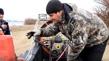 В Астрахани создан экспериментальный катер на воздушной подушке. Смотрите, как он ездит!