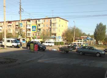 """В Астрахани """"Мерседес"""" на пешеходном переходе насмерть задавил женщину (ВИДЕО)"""