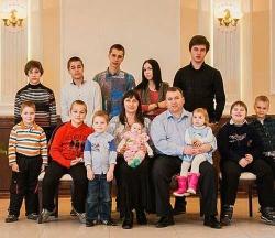 Президент России Владимир Путин вручил орден «Родительская слава» супругам из Астрахани
