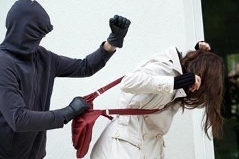 В Астрахани бьют и грабят прохожих