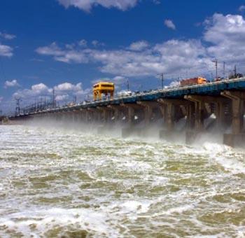 В Астрахани уровень воды в Волге активно растёт