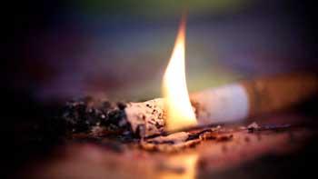В Астрахани неосторожный курильщик спалил летнюю кухню