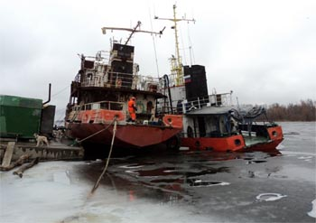 """В порту """"Астрахань"""" чуть не утонуло судно. А сколько утонуло?"""