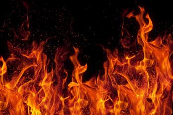 Астрахань горит: пылает мусор и камыш