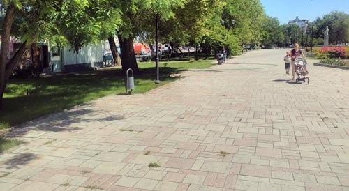 Из сквера Ульяновых в Астрахани пропали все лавочки