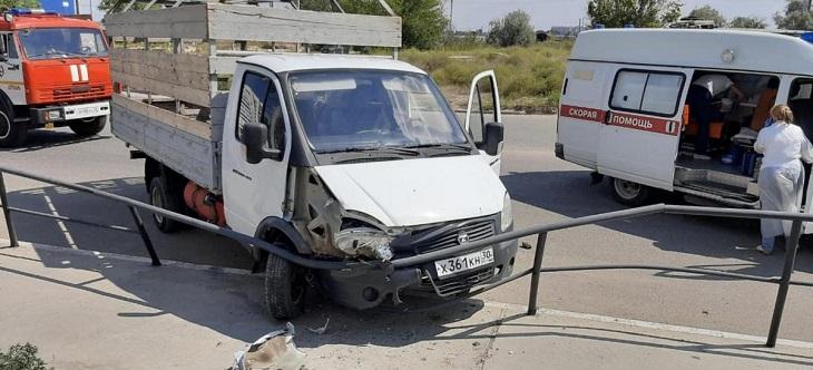 В северном районе Астрахани произошло странное ДТП