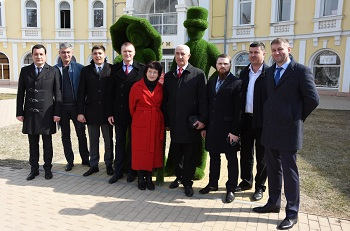 В центре Астрахани установили фигуру-топиари
