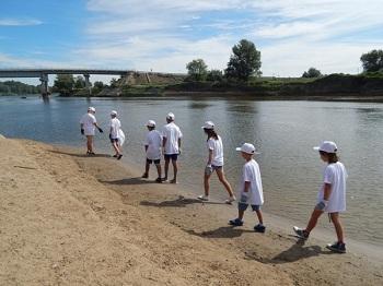 Воспитанники харабалинских соцучреждений очистили от мусора речные берега
