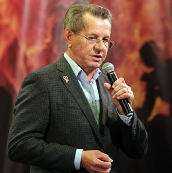 Жилкин и Маркелов вместе вышли на сцену в Астрахани