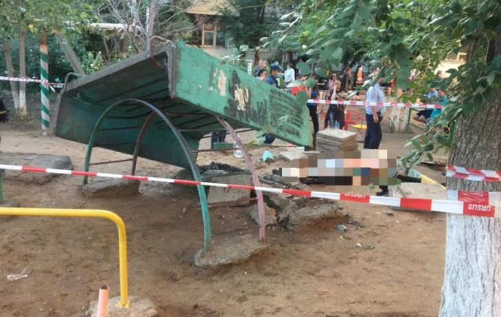 В гибели ребёнка на детской площадке в Астрахани нашли виноватую