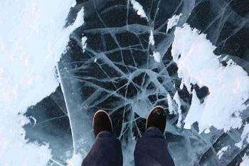 Опасный лёд: в Астрахани провалился человек, МЧС бьёт тревогу!