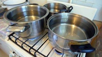 В понедельник в Ленинском районе отключат горячую воду в десятках домов