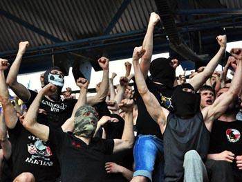 В Астрахань нагрянут сотни иногородних футбольных фанатов
