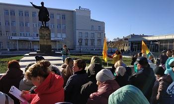 Многодетные вышли в Астрахани на митинг