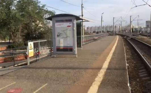 На железнодорожных станциях Астрахани появились современные остановочные модули