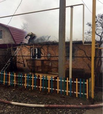 В Советском районе Астрахани сгорел дом
