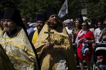 По Астрахани прошёл крестный ход. Митрополит и губернатор прославили русский язык!