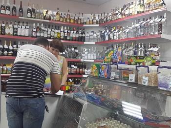В Астрахани магазин продавал спиртное без лицензии