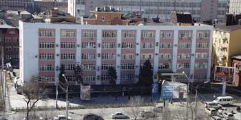 Районная администрация Астрахани заказала стол за 180 тысяч рублей