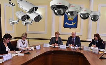 Власти хотят следить за астраханцами в каждом дворе и подъезде