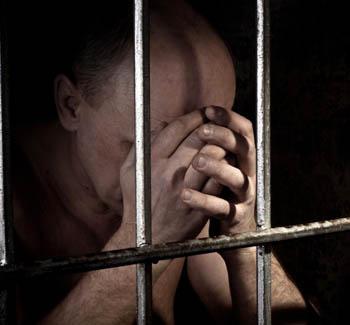 Астраханский алиментщик попал за решётку за долги