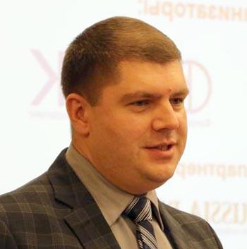 Коняев, Хрущёва и кони. Интересные подробности об экс-главе Икрянинского района и его подруге