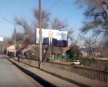 В Астрахани охраняют билборды с Владимиром Путиным