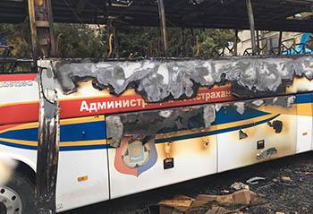 """У футбольной команды """"Астрахань"""" на выезде сгорел автобус"""