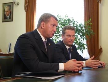 Врио астраханского губернатора Морозов встретился с депутатом ГД Огулем