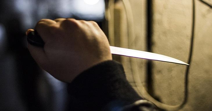 Под Астраханью пьяный отчим нанёс удар ножом пасынку