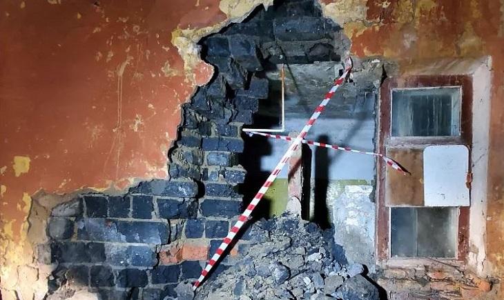В Астрахани разрушается жилой дом