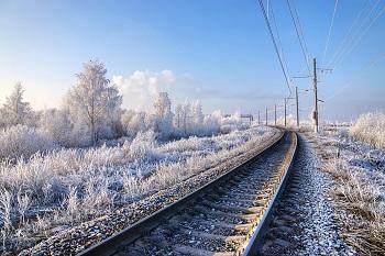 Поезд, который ехал в Астрахань, сбил людей