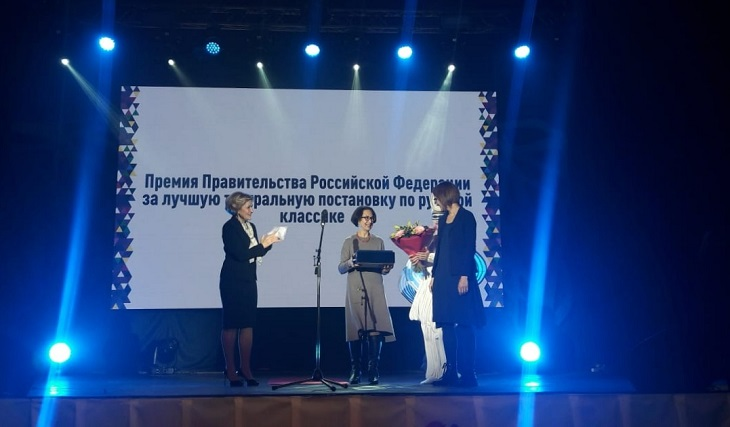 Ольга Голодец вручила астраханскому театру кукол правительственную премию