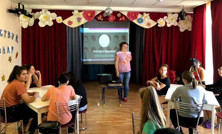 Юных астраханцев учат снимать мультфильмы