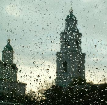 На Парад Победы в Астрахани будет жарко и дождливо