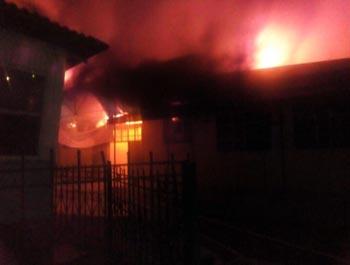 Причиной пожара на рынке в Ахтубинске мог быть поджог