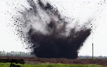 Под Астраханью взорвали артиллерийский снаряд