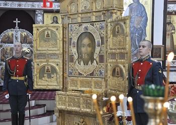 Над Астраханью пролетят икона и ковчег